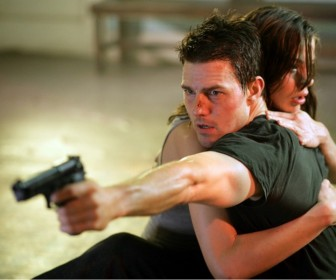 Ethan Hunt Protecting Julia Mi3 Wallpaper