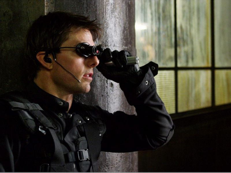 Ethan Hunt Using Goggles Mi3 Wallpaper 800x600