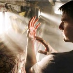 Tom Cruise Alien Matter On Hands Wallpaper