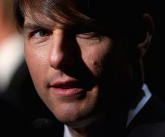 Tom Cruise Close Up Portrait Wallpaper