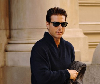 Tom Cruise Gray Sweater And Shades Wallpaper