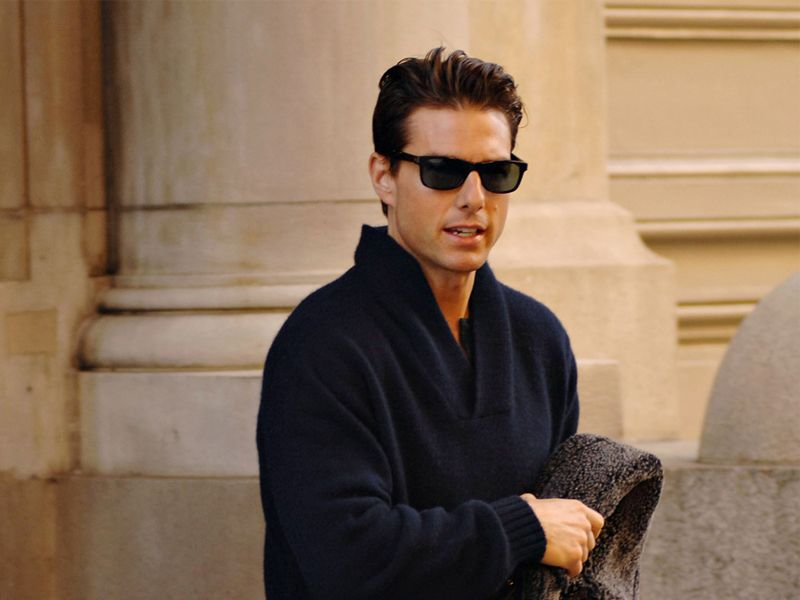 Tom Cruise Gray Sweater And Shades Wallpaper 800x600