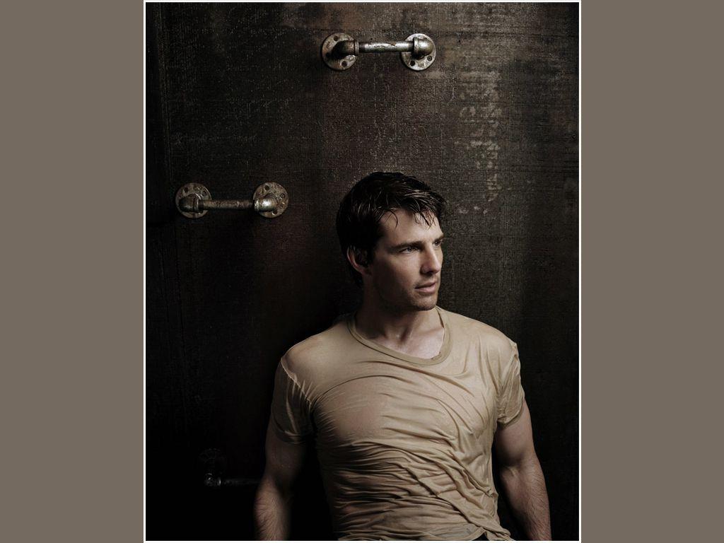 Tom Cruise Handle Bars Portrait Wallpaper 1024x768