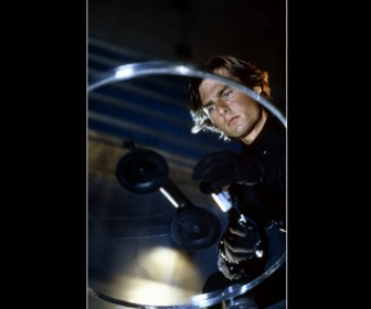 Tom Cruise Mi2 Cutting Glass Wallpaper