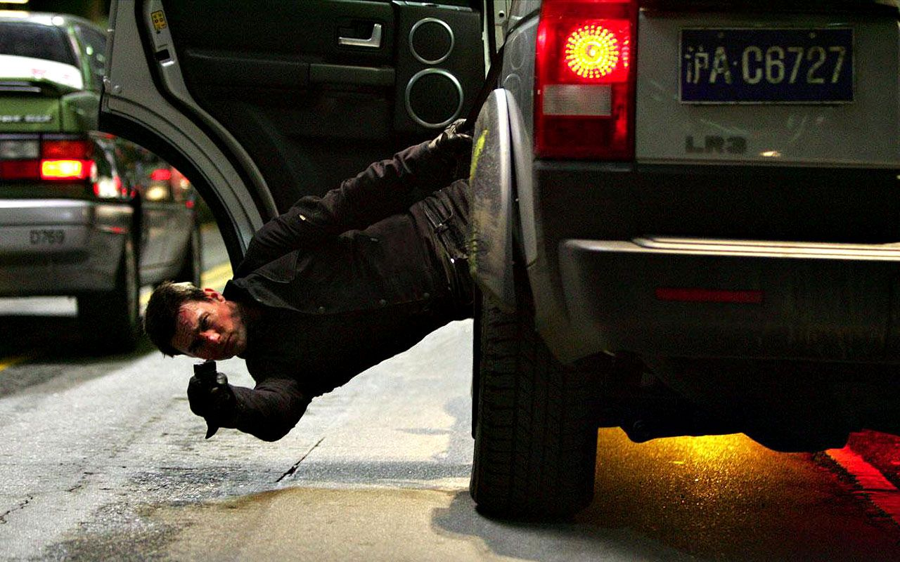 Tom Cruise Mi3 Shooting From Suv Wallpaper 1280x800