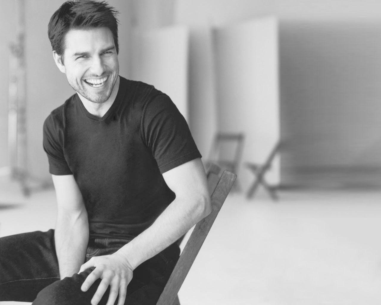 Tom Cruise On Chair Monochrome Wallpaper 1280x1024
