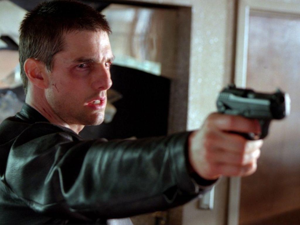 Tom Cruise Pointing Gun Minority Report Wallpaper 1024x768