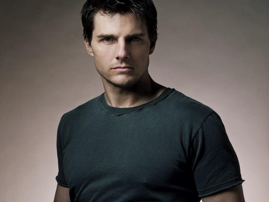 Tom Cruise Portrait Gray Shirt Wallpaper 1024x768