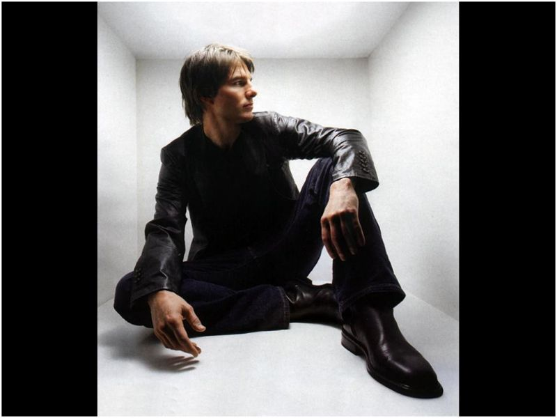 Tom Cruise Portrait Inside White Box Wallpaper 800x600