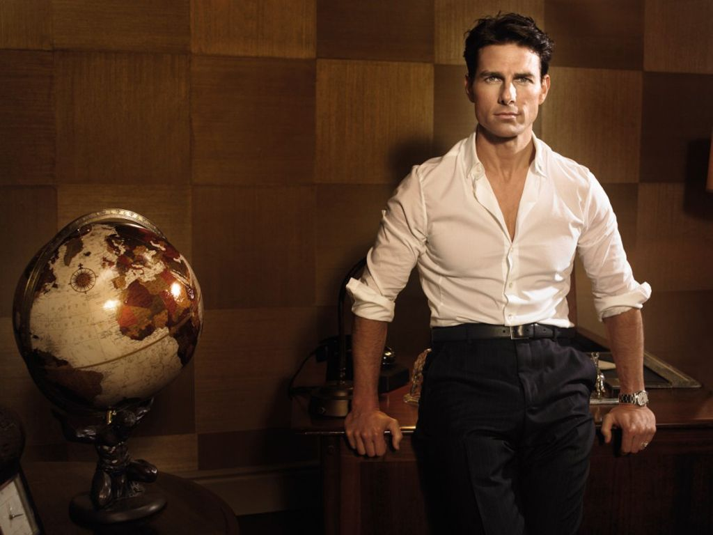 Tom Cruise Portrait With Globe Wallpaper 1024x768