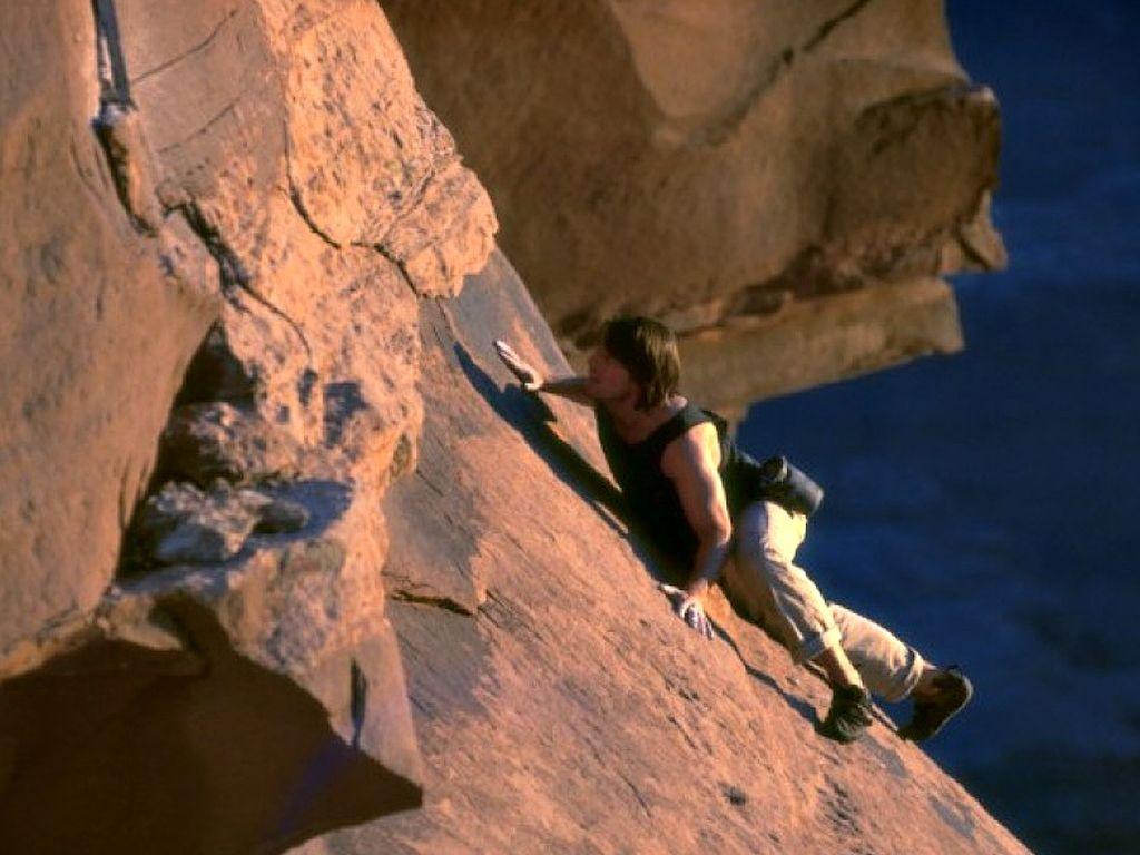 Tom Cruise Rock Climbing Wallpaper 1024x768